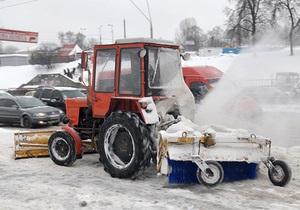 В десяти областях Украины проезд по местным дорогам остается осложненным