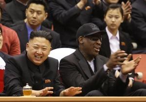 Ким замечательный парень . Денниса Родмана выгнали из бара за назойливое восхваление Ким Чен Уна