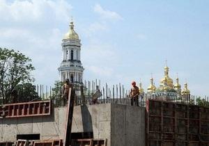 СМИ: На территории Киево-Печерской Лавры строят неизвестный объект