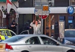 В Лондоне злоумышленник взял в заложники нескольких клиентов банка