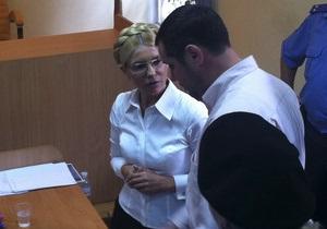 Автозак с Тимошенко прибыл под здание Печерского суда
