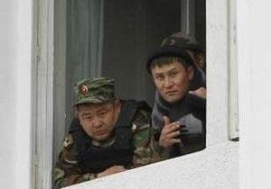 Брата Бакиева нет в окруженном силовиками доме