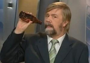 В Финляндии уволили телеведущего, сделавшего глоток пива в прямом эфире