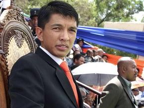 Полиция Мадагаскара применила слезоточивый газ для разгона сторонников экс-президента