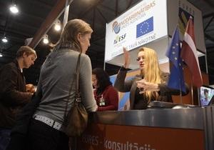 Корреспондент: Рижский вокзал. Латвийцы в поисках лучшей жизни массово покидают родину