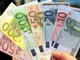 Котировки по евро на межбанке незначительно снизились