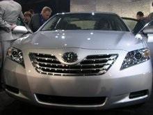 Смертоносное ДТП под Киевом: Toyota Camry влетела в ограду церкви