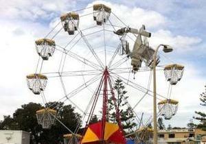 В Австралии самолет врезался в колесо обозрения