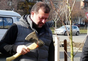 В Ужгороде Балога посадил 60 сакур