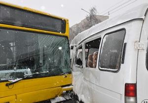 В Полтаве столкнулись маршрутный автобус и Газель: пострадали четыре человека
