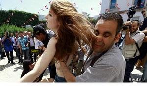 Femen - Суд в Тунисе освободил трех активисток Femen