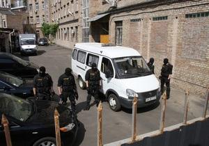 Тимошенко уже четвертый час находится в Генпрокуратуре