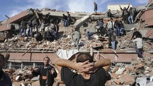Мощное землетрясение в Турции: разрушено 50 домов