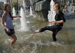Врачи предупреждают, что в киевских фонтанах купаться опасно