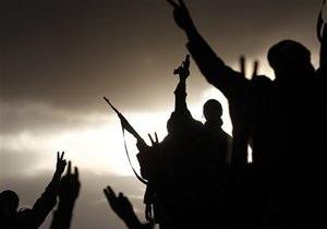 Бойцы ливийской оппозиции окружили один из оплотов Каддафи