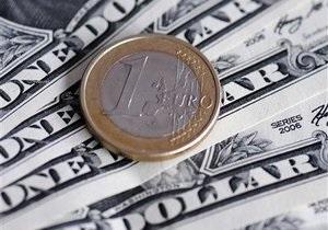 Межбанк: Доллар медленно снижается, евро растет на внешнем позитиве