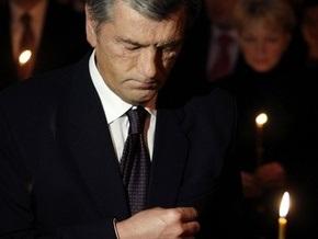 Ющенко возложил цветы к Мемориальному кургану Героям Чернобыля