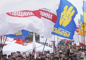 На площади возле ЦИКа собралось 200 человек, прибыли лидеры оппозиции