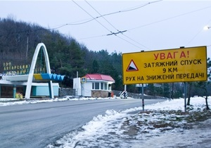 ГАИ Крыма ограничила движение на Ангарском перевале из-за снега