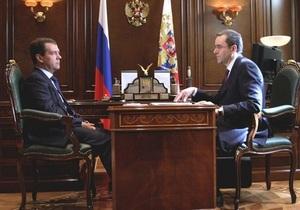 Медведев уволил губернатора, прославившегося фотографией червя в тарелке на приеме в Кремле
