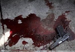 Киевлянин выстрелил в мужчину через дверной глазок из-за громкого смеха