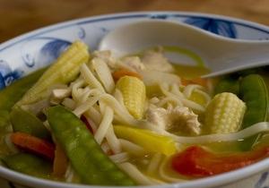 Мясной суп с лапшой помогает справиться с похмельем