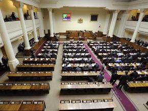 Парламент Грузии возобновил работу, несмотря на протесты оппозиции