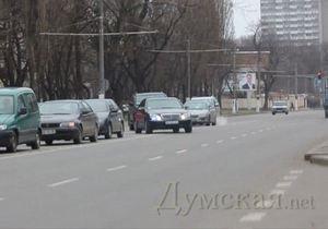 СМИ: Мэр Одессы объезжает пробки по встречной полосе