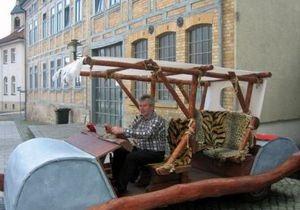 Житель Германии сконструировал флинтстоунмобиль