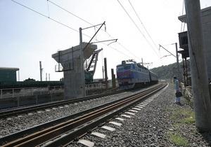 Сегодня открылось движение поездов по Дарницкому мосту в Киеве