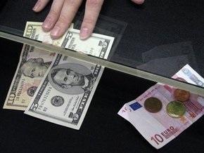 Падение гривны на межбанке: евро достигло 10,23 грн, доллар - 7,73 грн