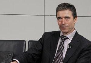 Расмуссен заявил, что НАТО не будет вмешиваться в ситуацию в Ливии