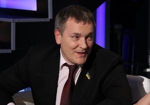 Колесниченко: Пока Тимошенко хихикает над первоапрельскими смс, фракция ПР пополняется бютовцами