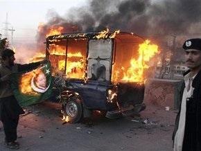 В Пакистане правительственные войска разгоняют массовые акции протеста