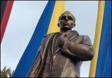 Львовский облсовет выделил еще 2 млн грн на памятник Бандере