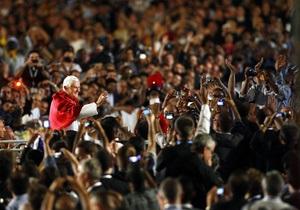 Папа Римский попросил прощения за священников-педофилов