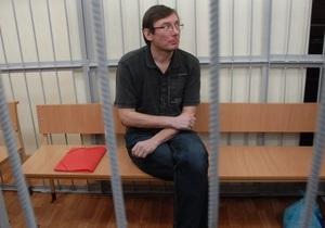 Супруга Луценко сообщила, что муж доставлен в Печерский суд(обновлено)