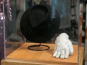 Украшенная драгоценностями перчатка Джексона продана за $48,4 тысяч