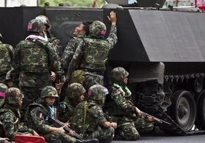 Военные начали штурм лагеря оппозиции в Бангкоке