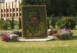 В Киеве создали цветочное панно с портретом Шевченко
