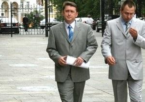 Мельниченко  надел белую рубашку  и приехал на очную ставку с Кучмой
