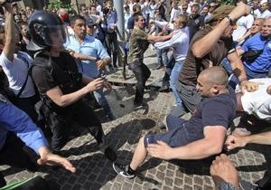 Пресса о  профессиональных боевиках  на митингах
