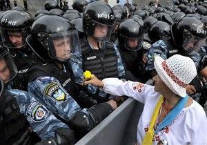 МВД: Милиционер оборонялся от оппозиции  средством личной гигиены