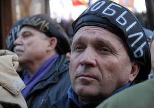 Cвыше сотни чернобыльцев собрались у здания Верховной Рады