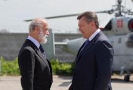 Янукович вместе с британским принцем посетил выставку ретросамолетов
