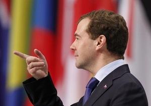 Медведев пообещал установить в регионах  будки гласности