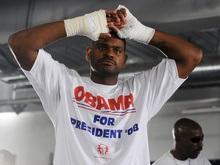 Соперник Кличко рекламирует Обаму
