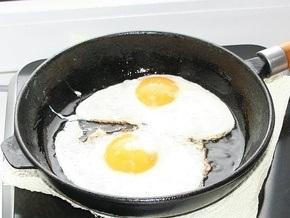 Исследование: Жареные яйца понижают давление