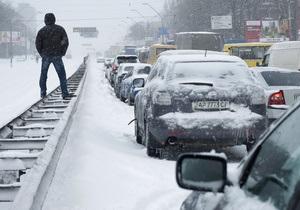 Фотогалерея: Занесенные снегом. Транспортный коллапс в Киеве 22-23 марта