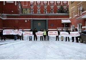 В Днепропетровске прошел автопробег в поддержку обвиняемого в апрельских терактах Дмитрия Ревы